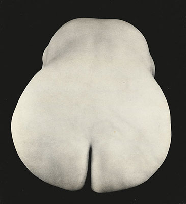 A 1931 untitled nude by Edward Weston.  I always found Weston's photography as severly lacking the sophistication of his contemporaries in other disciplines.